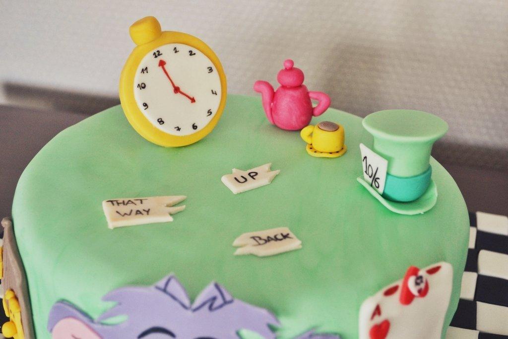 Concours g teau d 39 anniversaire alice au pays des cultura - Anniversaire alice au pays des merveilles ...