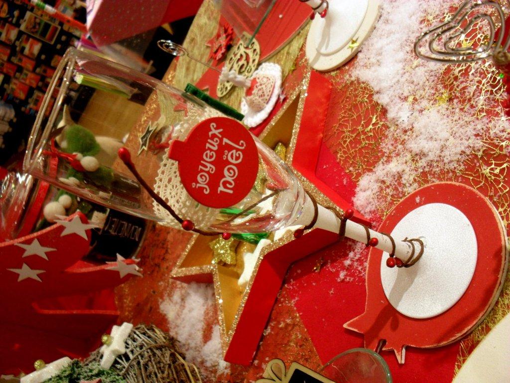 Une table de no l traditionnelle au magasin de cha - Table de noel traditionnelle ...