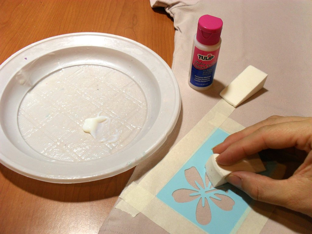 Coller des paillettes sur tissu cultura - Comment enlever de la colle forte sur les doigts ...