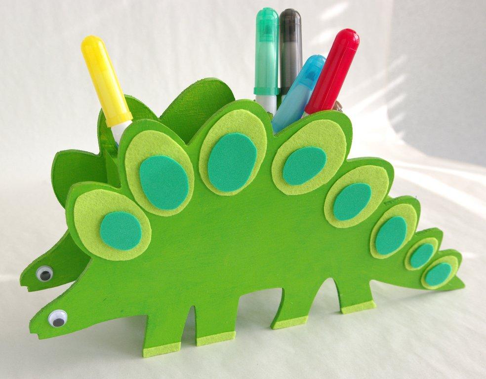 pas pas pot crayon dino pour les kids cultura. Black Bedroom Furniture Sets. Home Design Ideas