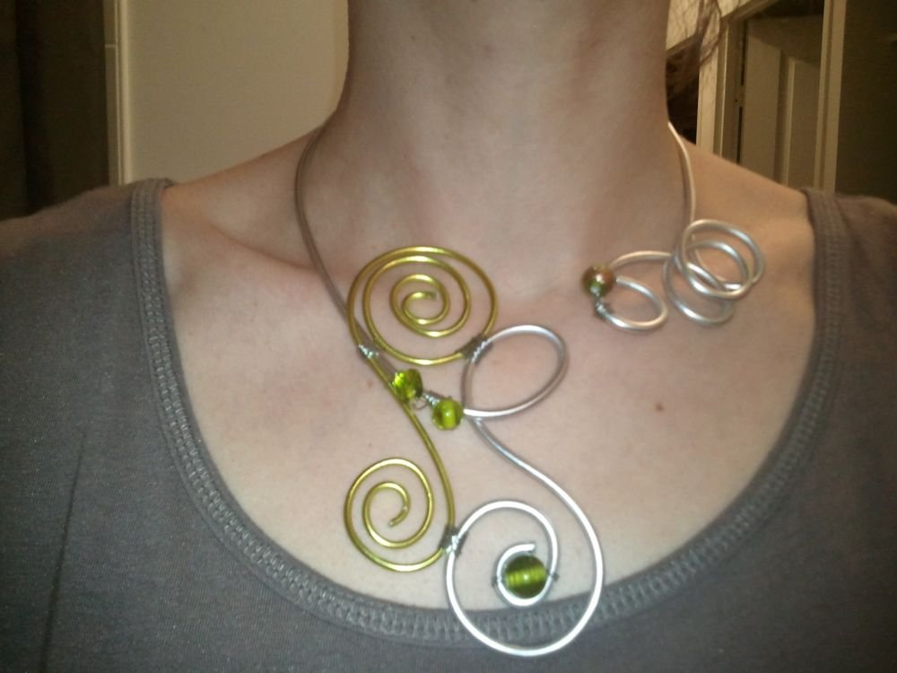 Colliers en fil aluminium cultura - Tuto bijoux pate fimo et fil aluminium ...