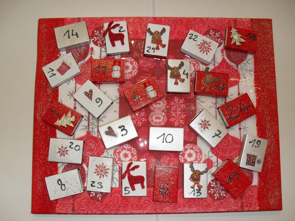 Pas pas calendrier de l 39 avent rouge et blanc cultura - Calendrier de l avent en bois pas cher ...