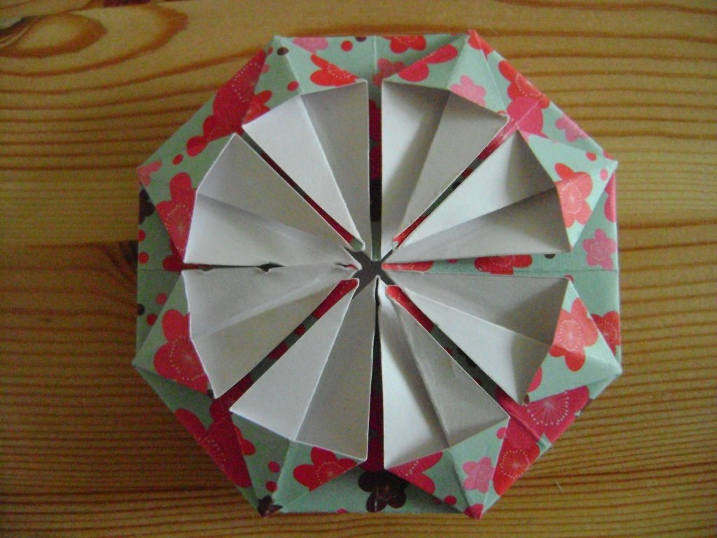 tuto origami rosace. Black Bedroom Furniture Sets. Home Design Ideas