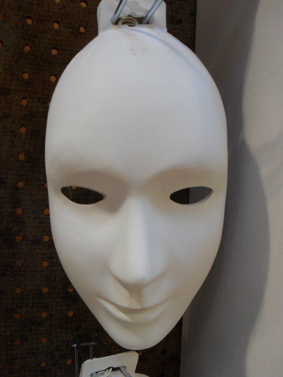 Masque v nitien peinture et papier cultura for Decorer un masque blanc