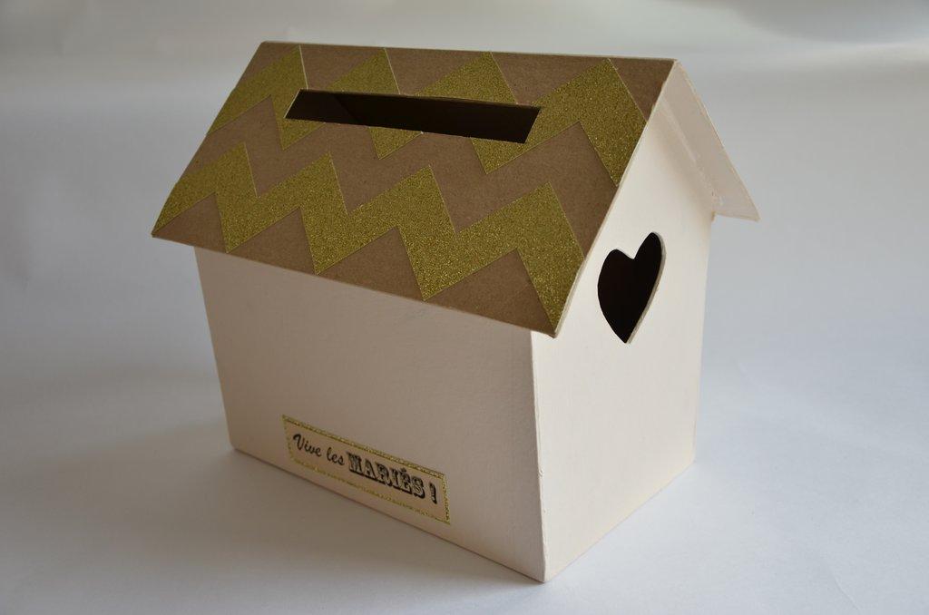 Mariage classic chic r aliser un urne en forme de maison for Maison en forme de t