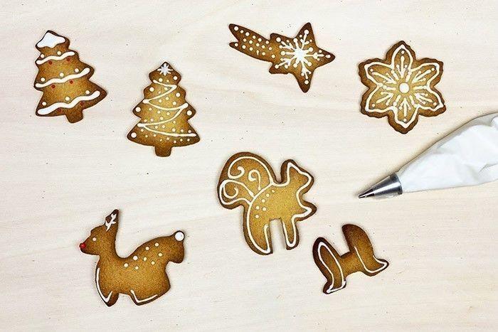 6. Idée n° 1 : Réaliser le contour des biscuits et les décorer avec de petits points ou de diverses formes.