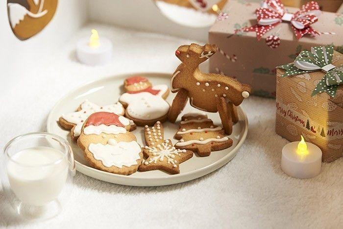8. Les biscuits sont prêts pour le Père-Noël ou à être dégustés pour les fêtes.