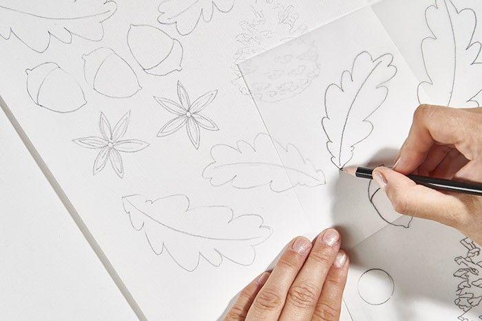 ETAPE 1/9 Télécharger, imprimer et reporter les gabarits sur le papier calque. Peindre en blanc le papier du bloc puis décalquer les motifs des végétaux.
