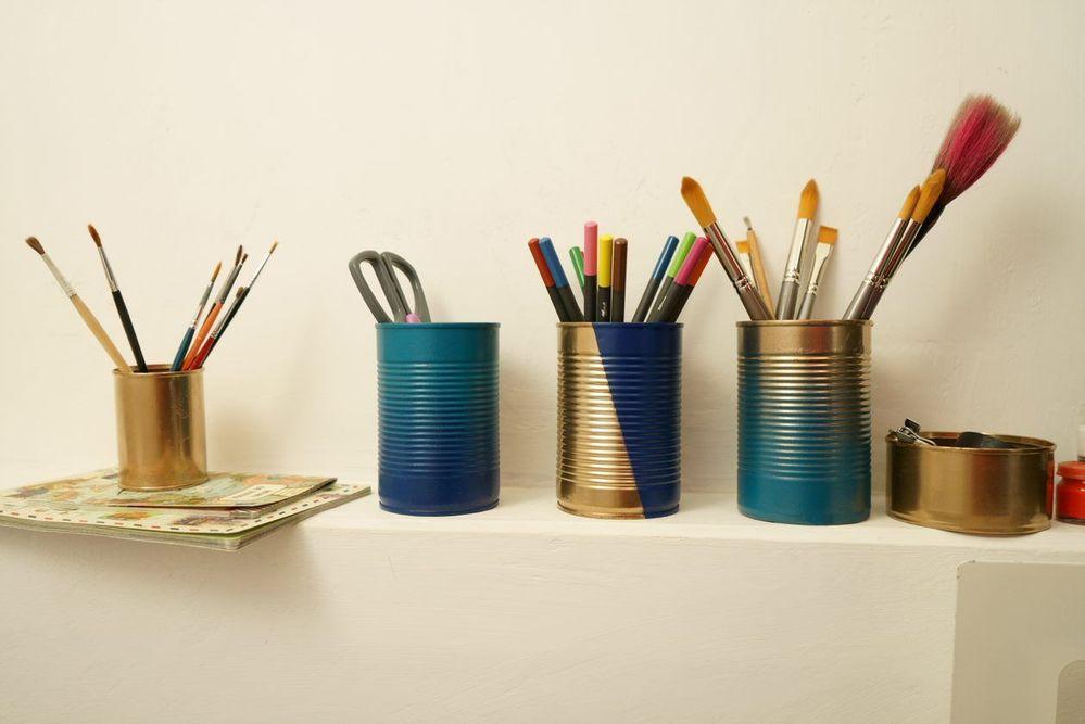 pot crayons.jpg