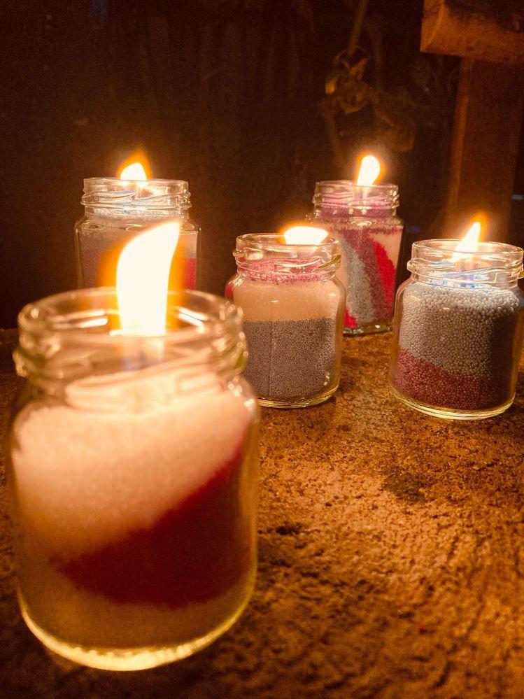 Les bougies finies et allumées