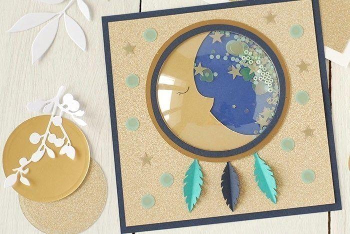 Etape 10/14 - Carte lune La carte lune est prête pour être envoyée comme faire-part de naissance.