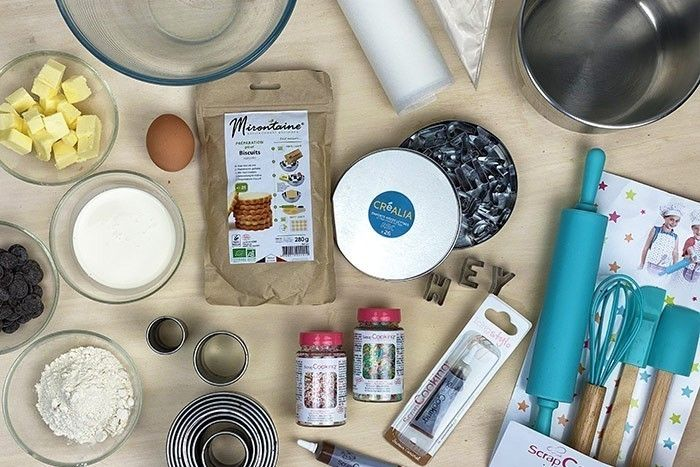 ETAPE 1/7 Peser tous les ingrédients 15 min avant de réaliser la recette laisser le beurre à température ambiante pour qu'il ramollisse.