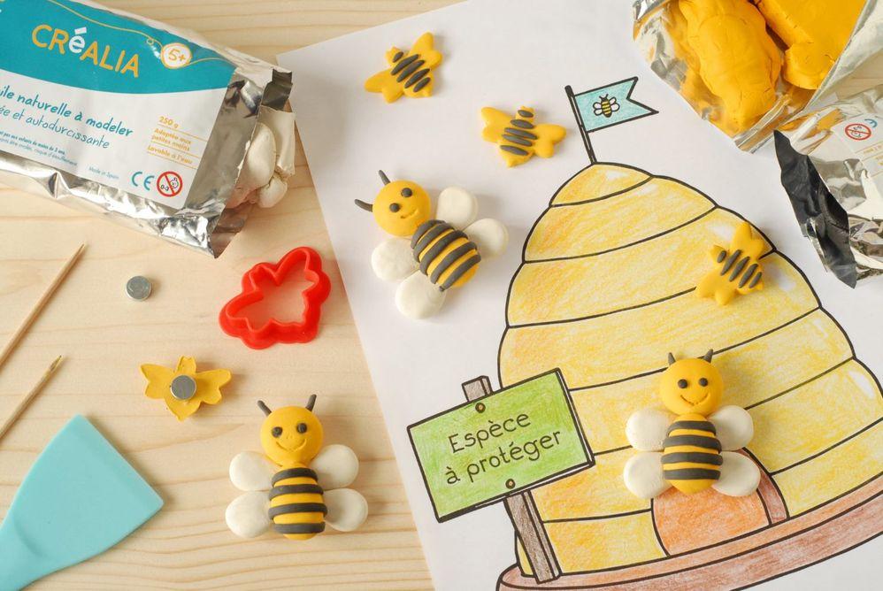 ETAPE 7/7 Toutes les abeilles sont prêtes pour aimanter le beau coloriage sur le réfrigérateur et sensibiliser la famille au respect de la nature
