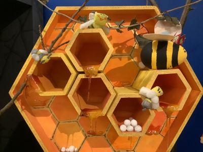 Larves d'abeilles en argile