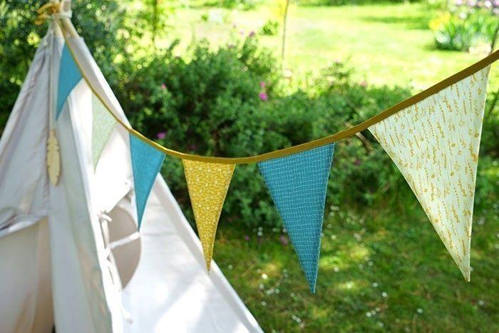Etape 9/9 - La guirlande de fanions peut facilement décorer une chambre ou égayer le jardin le temps d'une activité.