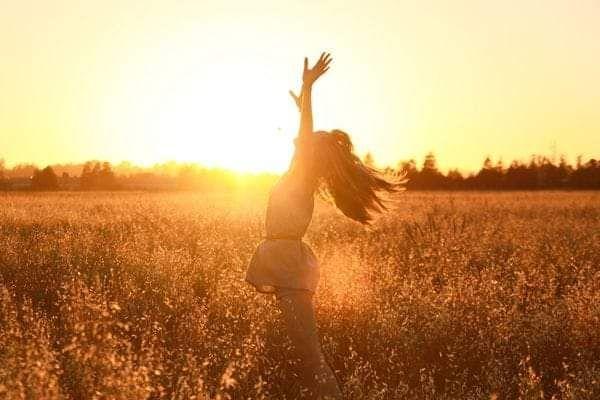 """""""Et ceux qui dansaient furent considérés comme fous par ceux qui n'entendaient pas la musique.."""" Friedrich Nietzsche"""