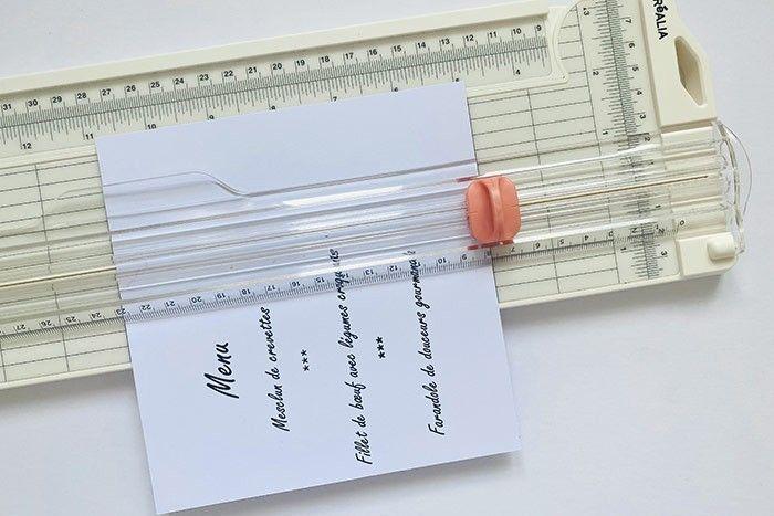 Etape 5 : Imprimez votre menu sur le papier couleur crème et coupez-le dans une dimension plus petite que votre fond de cadre (ici 10 x 15cm).