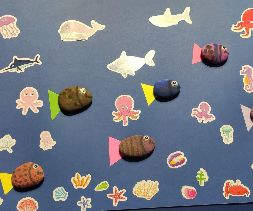 Les petits poissons... Galets peints par Louise 6 ans