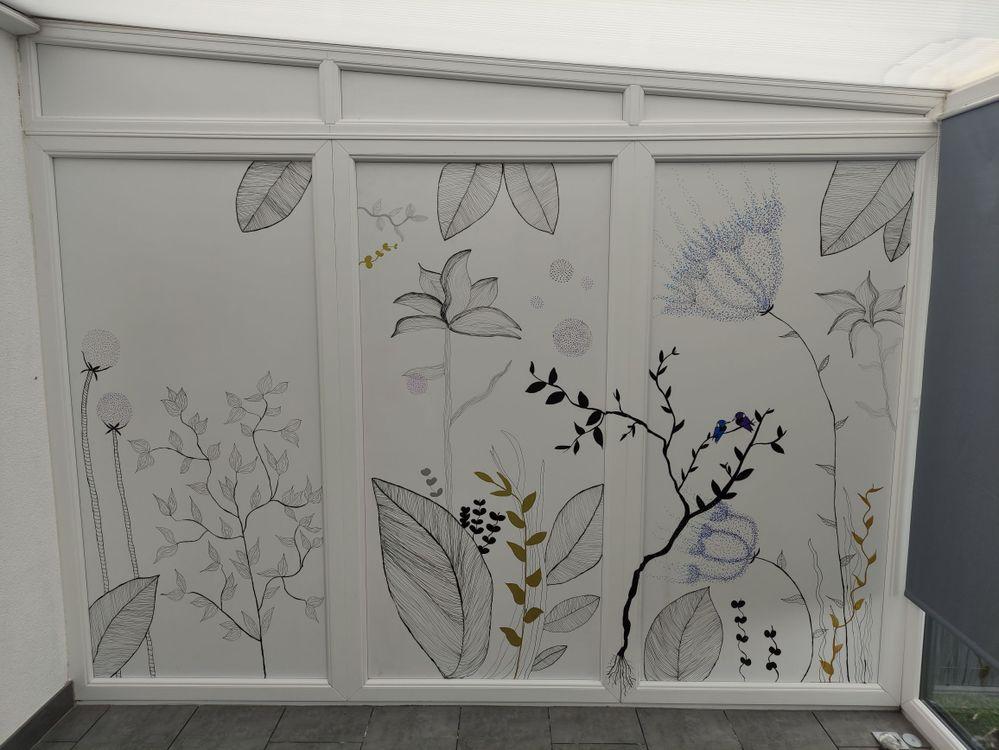 Mon mur de la véranda a été dessiné entièrement avec les feutres posca je les adore , que d activités possibles , sur mur sur galets etc