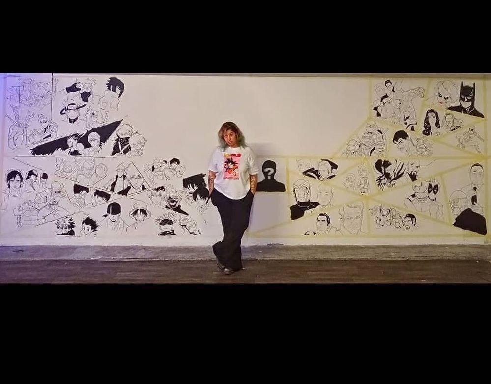 Et dernièrement j'ai utilisé les posca noirs et blancs de toutes les tailles pour faire ce mur de 6 mètres avec plus de 80 personnages