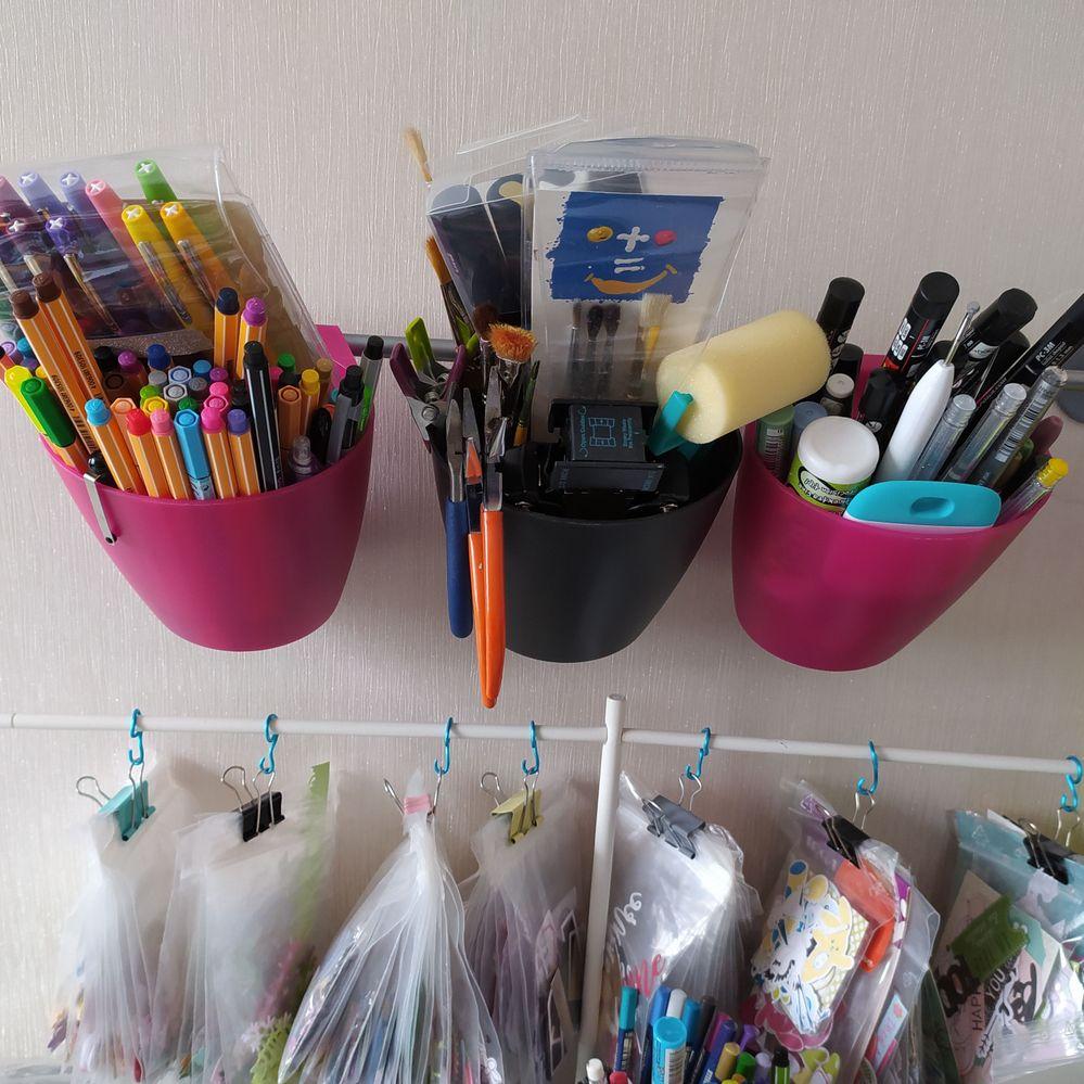 Support Ikea pour ranger les outils et stylos