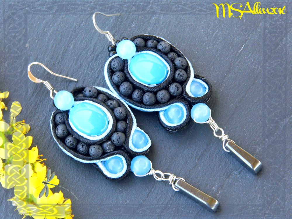 """Boucles d'oreilles en perles """"Cultura"""", agates bleues et lave. Pendant en hématite.."""