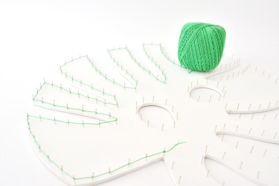 4. Poursuivre la technique du fil tendu sur tout le contour de la forme.