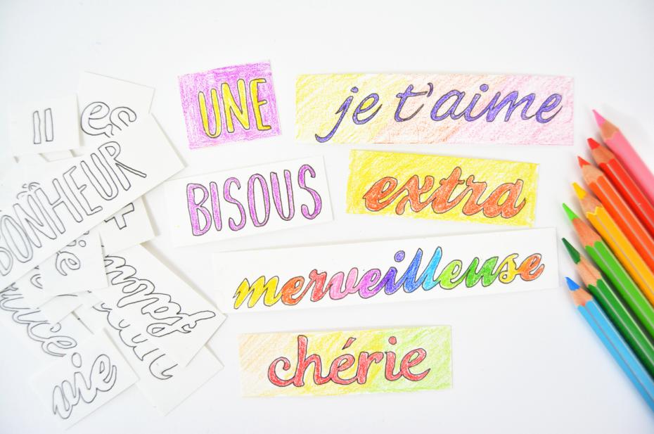 3. Colorier les mots et les fonds des étiquettes en variant les couleurs et les effets de dégradés.