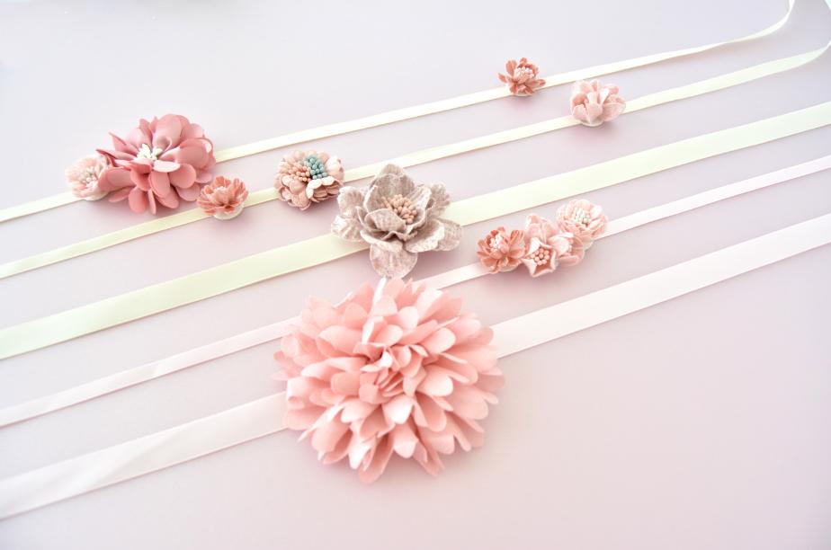 Idée n°2 : Créer des bracelets simples en variant la largeur et les couleurs des rubans.
