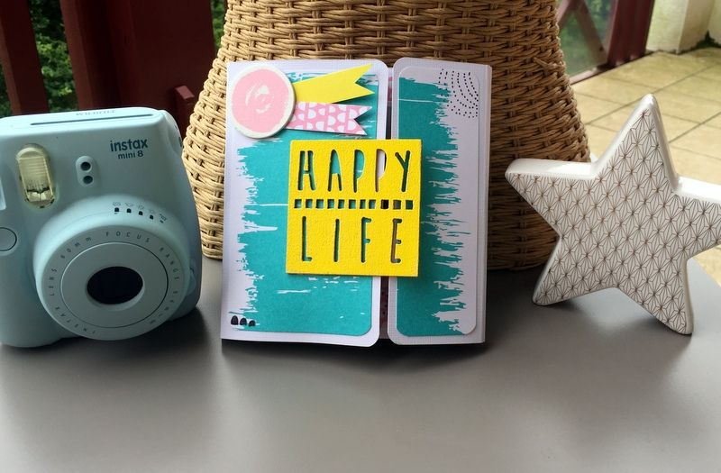Vous allez faire des photos pendant les vacances, prenez le temps de les rassembler dans un mini album aux couleurs de l'été !