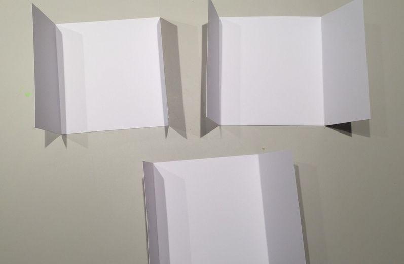 2. Couper 3 pages intérieures de 26,5 x 14,5 cm chacune et les plier à 6,5 cm de chaque côté.