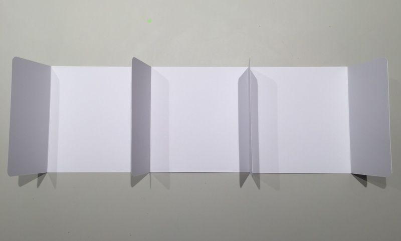 6. Coller les 3 pages d'intérieures 26,5 x 14,5 cm les unes aux autres comme ci dessus.