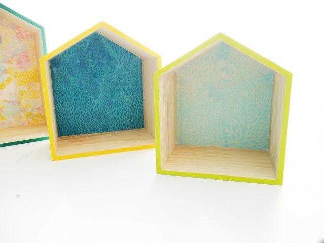 5. Répéter l'étape précédente pour tapisser le fond des deux autres maisons. Laisser sécher.