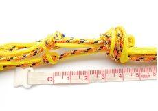 8. Pour terminer, fais un noeud avec l'ensemble des fils à 4 cm des derniers noeuds.