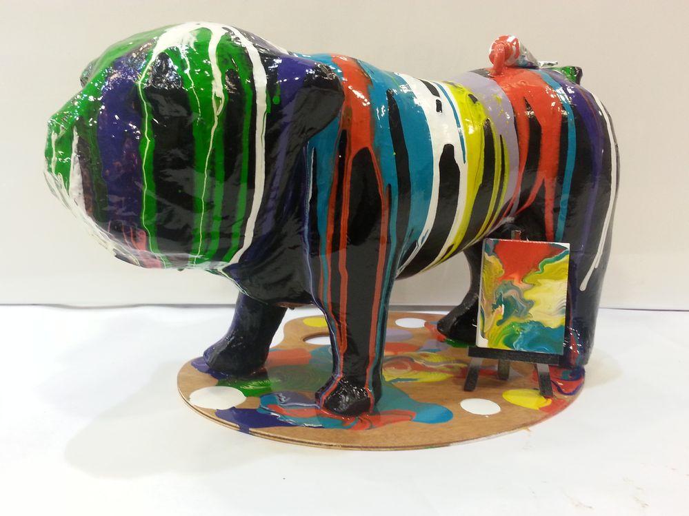 Bouledogue decopatch recouvert de peinture acrylique liquide puis vernis.