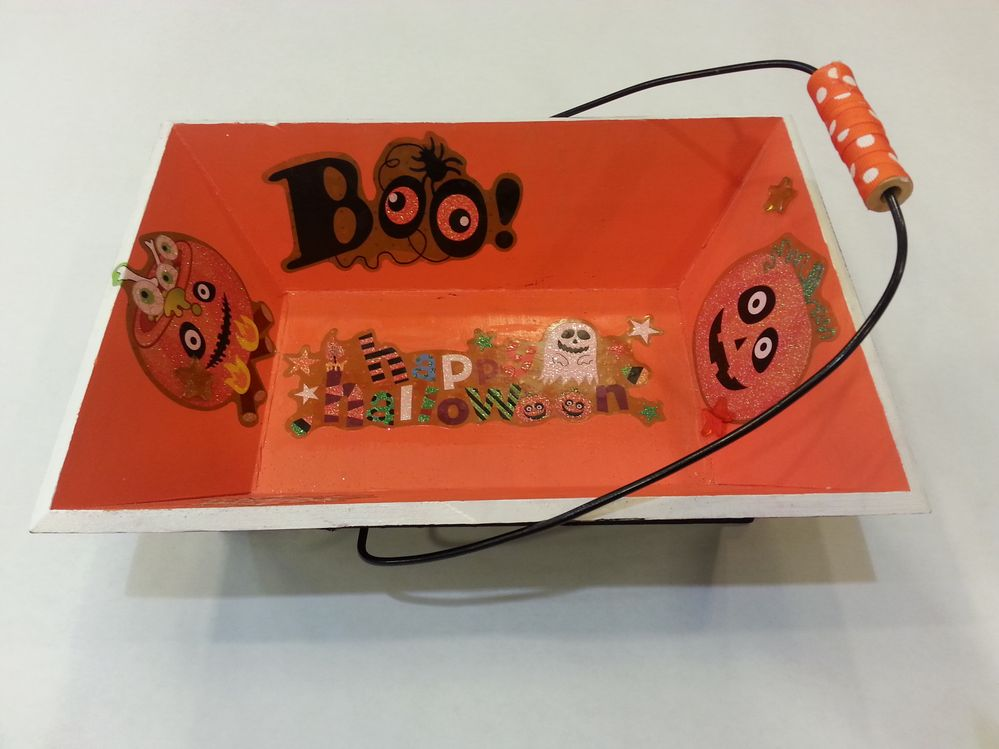 Panier halloween peinture acrylique et stickers