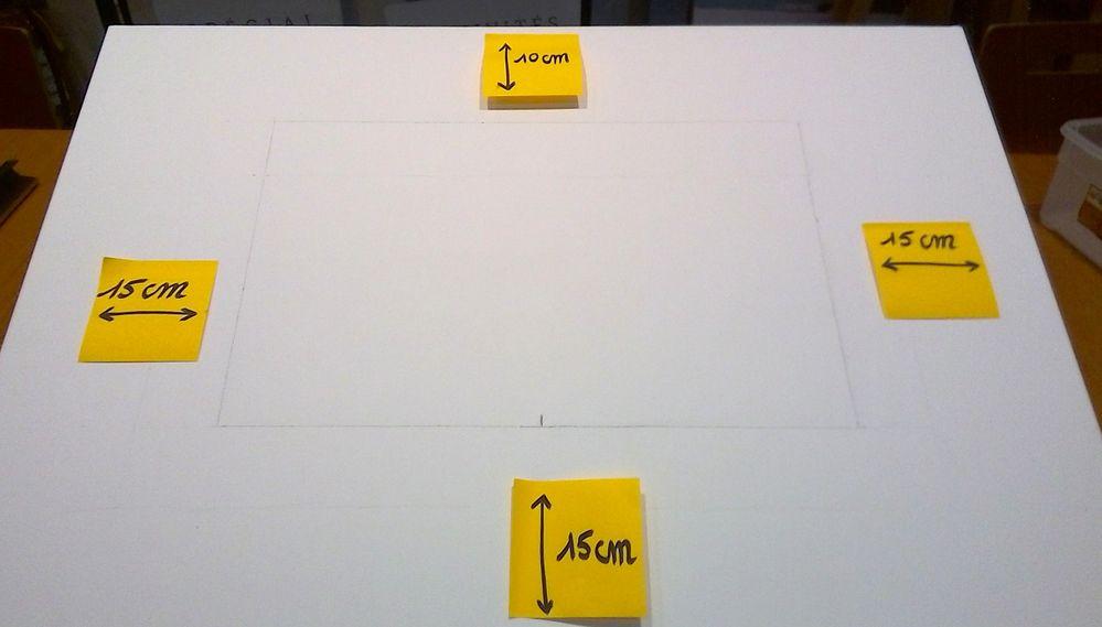 Dessinez un rectangle de 40cmx25cm au crayon sur un châssis 3D.