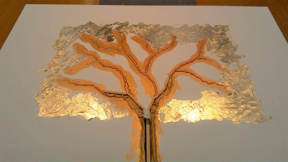 Peignez les branches en cuivré et  collez de la feuille à dorer avec la mixtion sur le contour du rectangle.