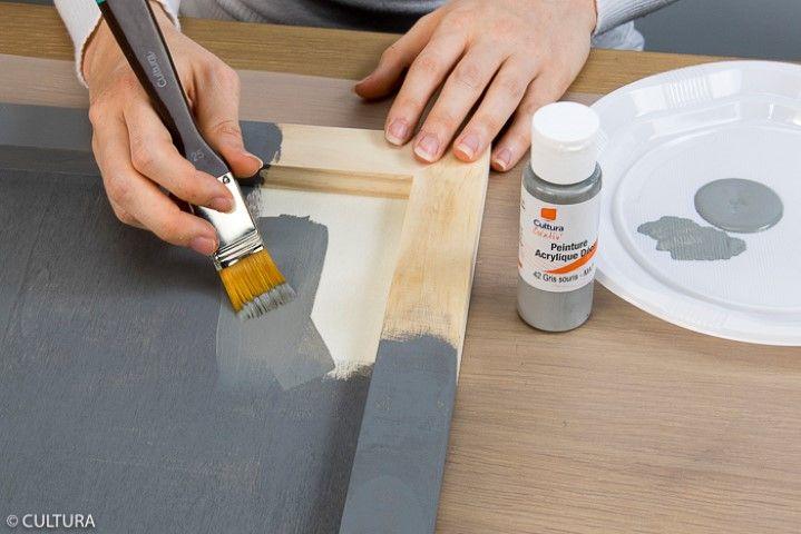 1. Peindre le cadre avec la peinture grise. Laisser sécher.