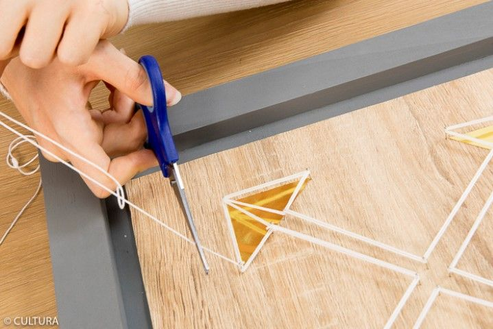 8. Nouer le fil toutes les cinq épingles pour consolider la réalisation et terminer le tissage par un double nœud.