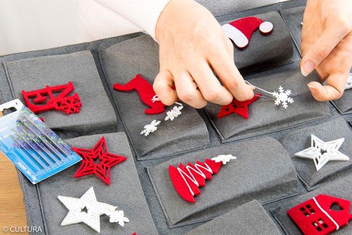 2. Coudre les boutons « flocon » sur certaines pochettes.