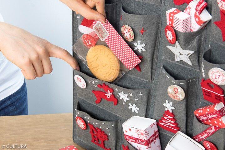 8. Insérer les cadeaux dans les pochettes