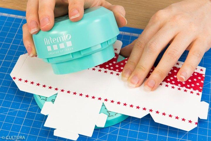 4. Positionner le sommet de la perforatrice, il s'aimante automatiquement.