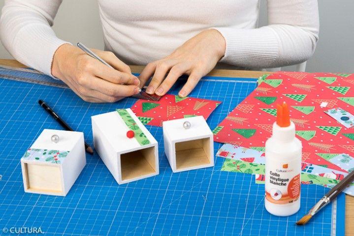 3. Décorer les tiroirs avec des bandes découpées dans les papiers de la collection.