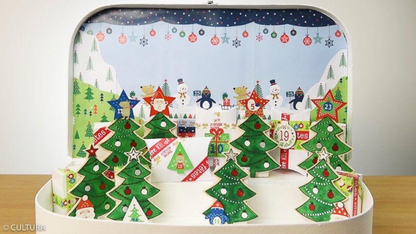 8. Garnir les boîtes décorées de surprises et les disposer dans la valise. Astuce : Pour la présentation des boîtes, créer des estrades à l'aide de blocs polystyrène ou de papier rigide.