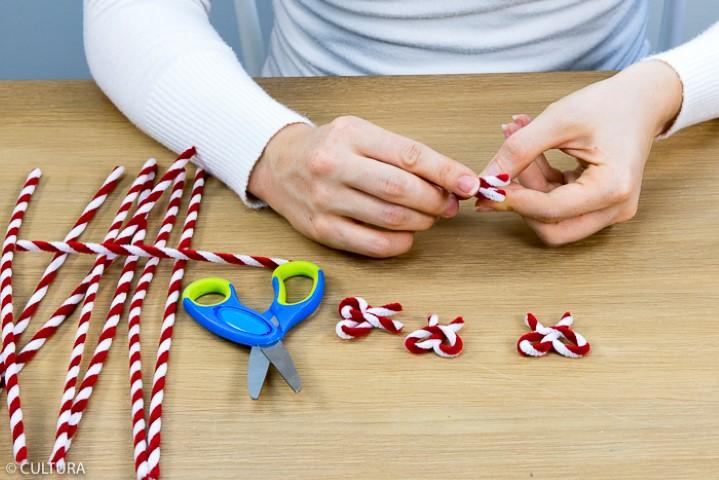 4. Créer des noeuds en fil chenille.