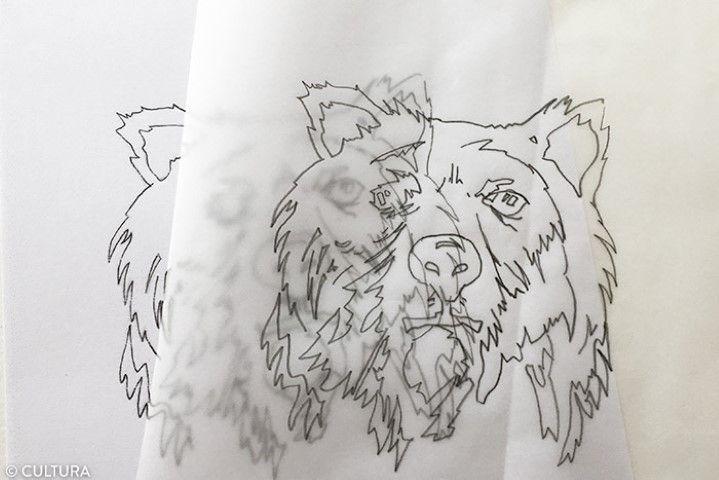 Décalquer le motif de l'ours 1. Télécharger et imprimer le gabarit disponible sur cultura.com. Pour faciliter le dessin, décalquer le modèle de l'ours avec un crayon HB.
