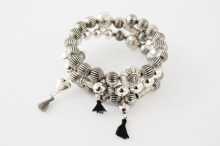 4. Le bracelet est prêt pour être offert ou être porté pour les fêtes.