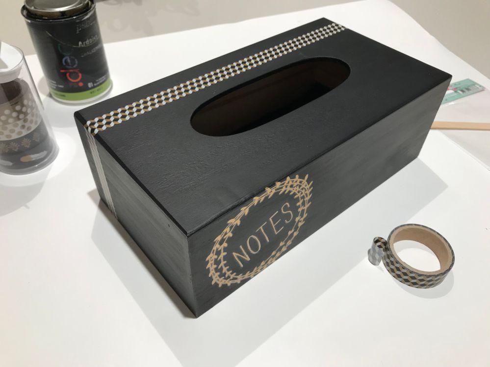 Il ne vous reste plus qu'à finaliser la déco avec du masking tape et votre boite est prête pour recevoir tous vos messages !