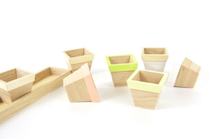 7.2. Peindre les pots en bois à l'aide des peintures acryliques.